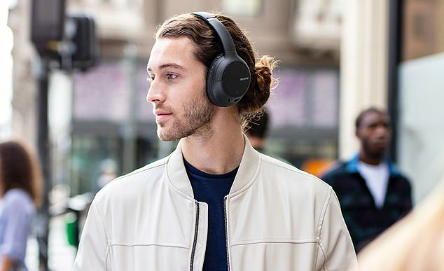 The Sony WHCH710N Noise Cancelling Headphones sync to all smart phones so you can control them with your voice and go truly hands-free