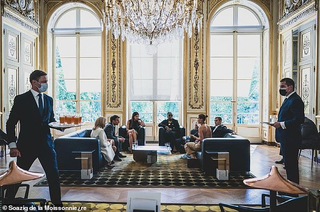 Covid protocols: Macron and his wife sat across from them for the socially distanced meeeting