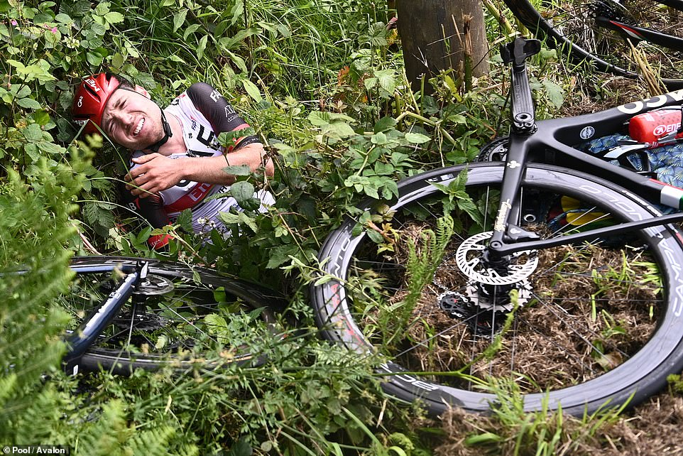 One of the cyclists, Swiss starMarc Hirschi, found himself thrown into the nearby hedges and he dislocated his shoulder