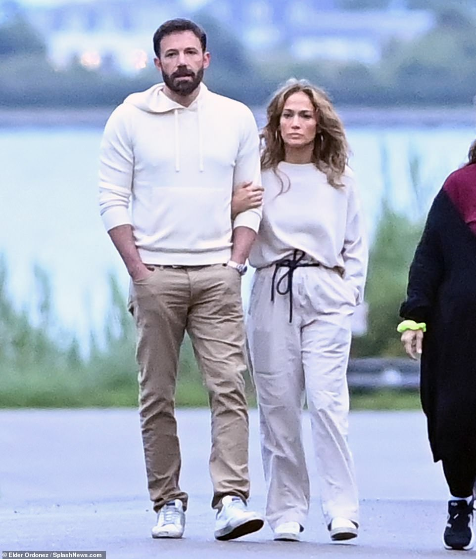 Jennifer Lopez and Ben Affleck can't keep their hands off each other on a  stroll in the Hamptons | Daily Mail Online