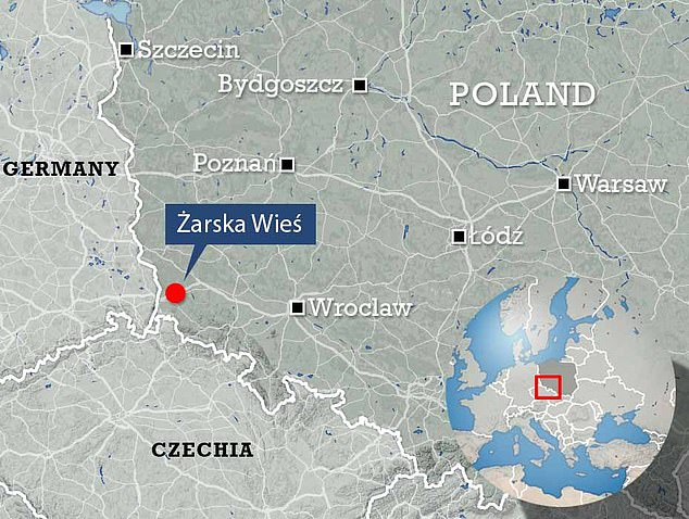 The lake is located in the Polish village ofŻarska Wieś, close to the German border