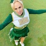 Rebel Wilson showcases her 30 kilogram weight loss in cheerleader outfit 💥👩💥