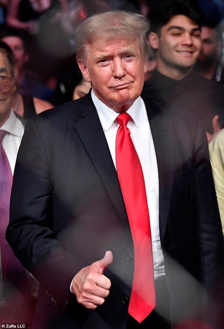 El plan incluye convertir a Trump en presidente de la Cámara de Representantes ¿y tercero en la sucesión presidencial ¿y luego acusar y destituir a Joe Biden y Kamala Harris.  Trump, fotografiado en la pelea de UFC en Las Vegas el sábado, hablará en CPAC el domingo por la tarde.