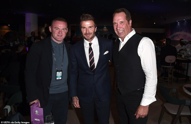 Close: Football legends Wayne Rooney, David and David Seaman were all reunited and posed for pictures together