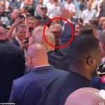 Mel Gibson is seen SALUTING Donald Trump at UFC match 💥👩💥