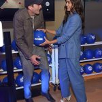 Ashton Kutcher and Jessica Alba have a blast goofing around at AT&T event in NYC 💥👩💥