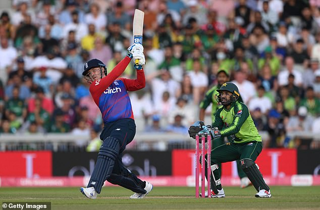 Jason Roy hit a quick-fire 64 as England won the deciding T20 against Pakistan in Manchester