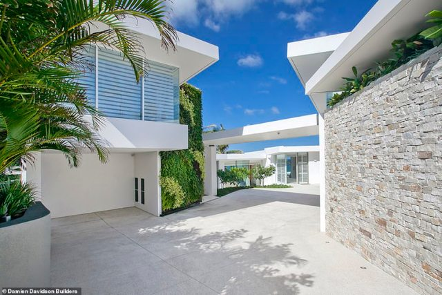 The sprawling mansion sits on over 2000 square metres and is one of the most enviable locations in Queensland real estate