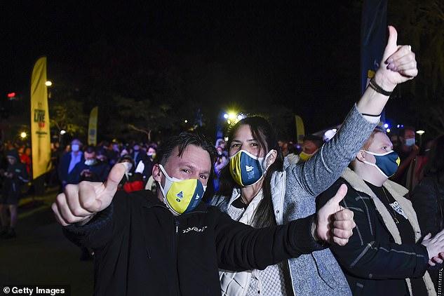 Australiërs vieren feest nadat ze hebben gehoord dat Brisbane is gekozen als gaststad van de Olympische Spelen van 2032, wat de derde keer is dat het land de spelen organiseert
