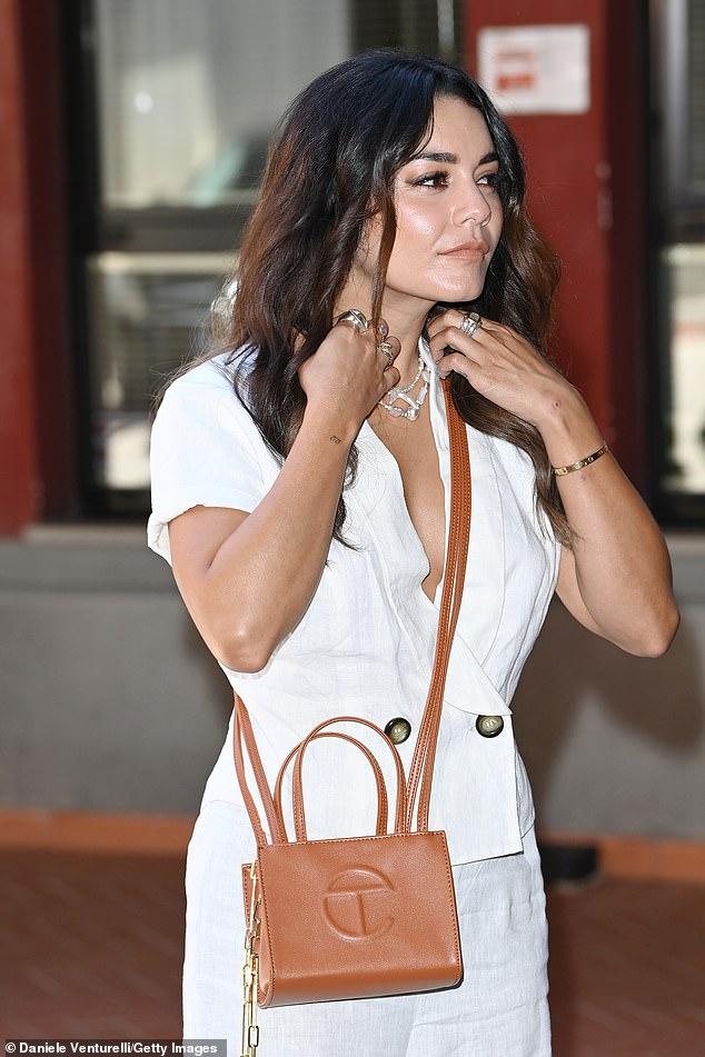 Vanessa completed her jumpsuit with tan peeptoe heels and wore a brown crossbody bag over her shoulder