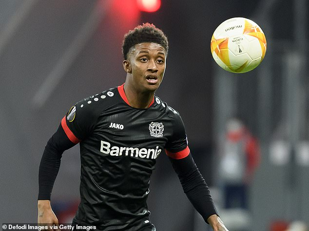 Everton confirmed the signing of Bayer Leverkusen's Demarai Gray on a three-year deal
