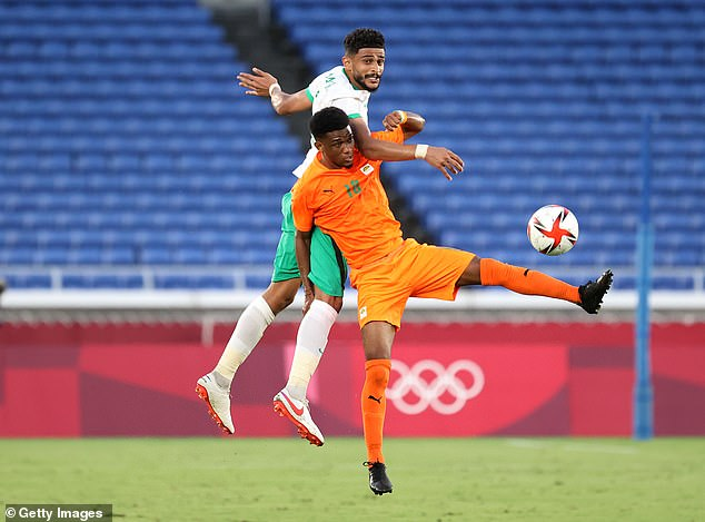 19-year-old Diallo fights for the ball as Ivory Coast started with three key points