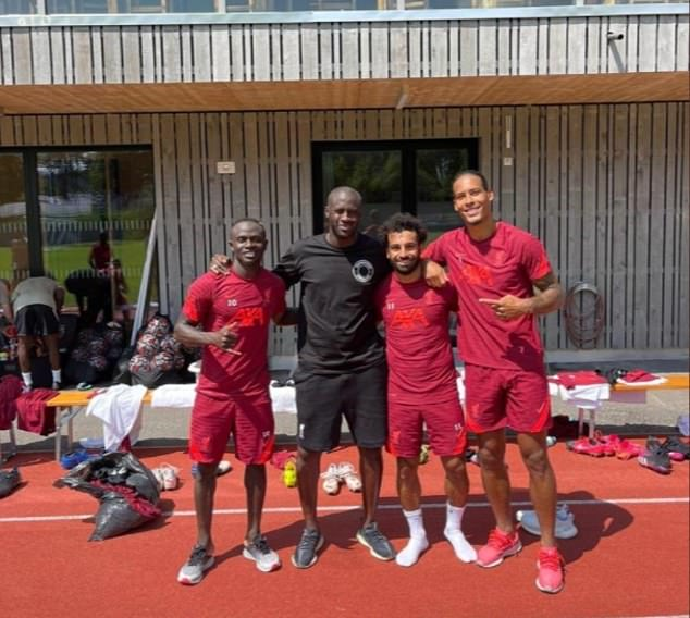 The big Ivorian posed for the all-star photo after the session