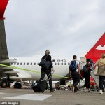 Qantas flight attendant who worked on a packed flight tests positive to coronavirus 💥👩💥