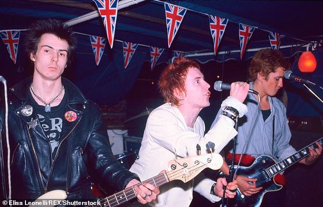 Als onderdeel van een juridische ruzie met voormalige bandleden over het gebruik van hun muziek in een nieuw tv-drama, vertelde de voormalige leider van de Sex Pistols deze week aan het Hooggerechtshof hoe hij eerder weigerde het nummer God Save The Queen te laten gebruiken in hitdrama De kroon