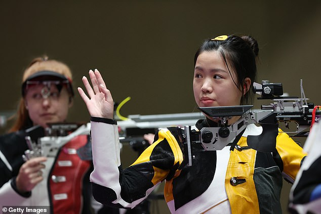 Yang's below-par final shot of 9.8 saw her finish with an Olympic record total of 251.8