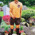 Son is forced to remove tribute to late father at German cemetery because it looks like Adolf Hitler💥👩💥💥👩💥