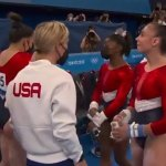 Tokyo Olympics: Video captures moment Simone Biles told teammates she was pulling out of team final 💥👩💥