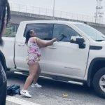 VIDEO: Good Samaritans smash pickup truck windows on a busy Atlanta highway 💥👩💥