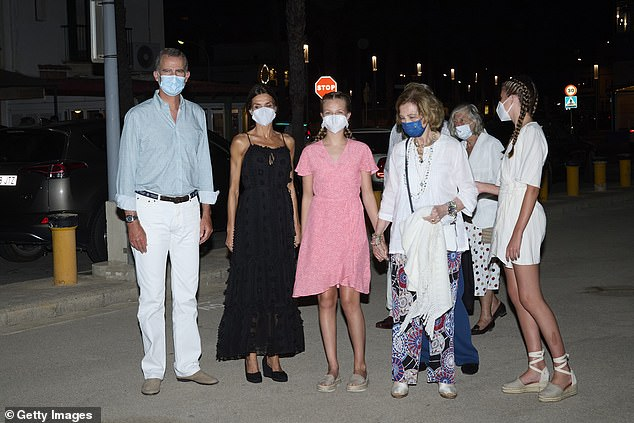 The family appeared to be getting along well as they left theOla de Mar restaurant yesterday evening