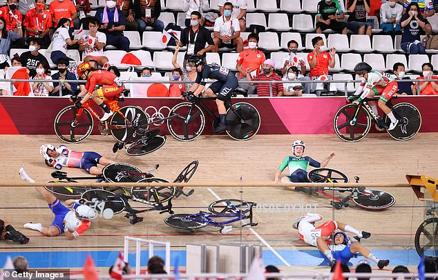 Laura Kenny suffered a huge crash in a dramatic high-speed collision at the Tokyo Olympics