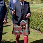 Prince Charles dons a traditional tartan kilt and sporran as he visits Dunrobin Castle 💥👩💥