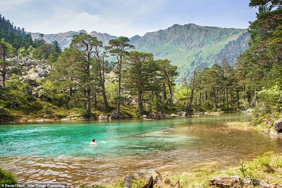 LAC DES HUATS, GAVE DE GAUBE RIVER, PYRENEES NATIONAL PARK: Head here to enjoy a secluded pool, about a kilometre from the larger Lac De Gaube. Co-ordinates: 42.8427, -0.1400