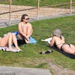 Coronavirus Australia: Thousands enjoy Sydney beaches while families in west brace for Covid CURFEW💥👩💥💥👩💥