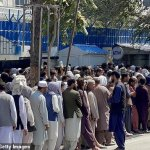 Afghans form huge queues outside banks as economy teeters on the brink 💥👩💥