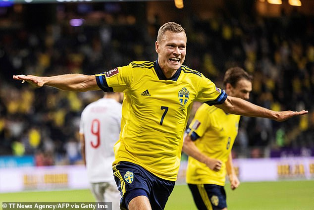 Sweden came from behind to end Spain's 66-game unbeaten run in World Cup qualifying with a 2-1 victory in Stockholm