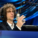 Howard Stern mocks right wing radio hosts who died from Covid after preaching against the vaccine 💥👩💥