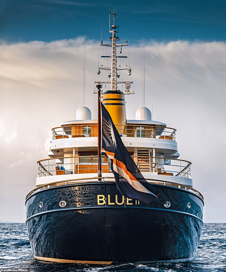 The look of Blue II was inspired by the appearance of mid-20th century tug boats. The World Superyacht Awards judges pronounced the vessel the 'standout winner' of the Displacement Motor Yachts 500GT to 999GT category