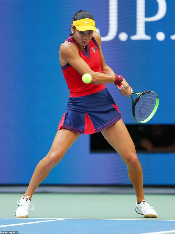 Raducanu gets herself set up to lash a backhand back to her opponent