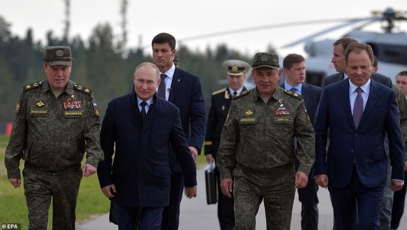 L-R: Chief of the General Staff of the Russian Armed Forces Valery Gerasimov, Russian President Vladimir Putin, Russian Defence Minister Sergei Shoigu and Presidential Plenipotentiary Envoy to Volga Federal District Igor Komarov