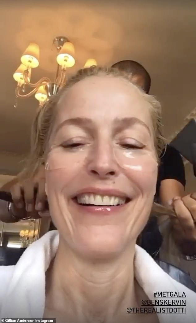 Lovely with nothing on:Gillian Anderson showed off her bare face when she was getting a treatment