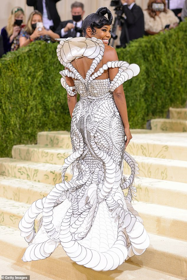 One of a kind:Union also spoke with Entertainment Tonight , revealing that the one-of-a-kind gown took over 1,400 hours to create