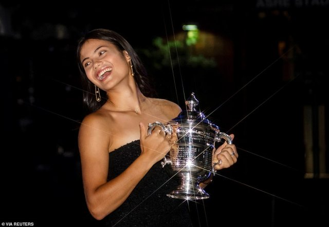 Miss Raducanu poses with the U.S. Open tennis championship trophy after her win