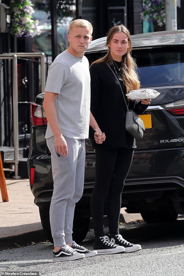The Dutch couple were seen leavingG Wienholt Bakery in Alderley Edge on Wednesday