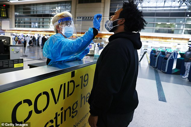 A new Mayo Clinic study looked at 10,000 passengers who were tested for flights from the US to Italy between December 2020 and May 2021.  Image: A man takes a COVID-19 test for nasal swelling at the Tom Bradley International Terminal at Los Angeles International Airport.  , December 2020
