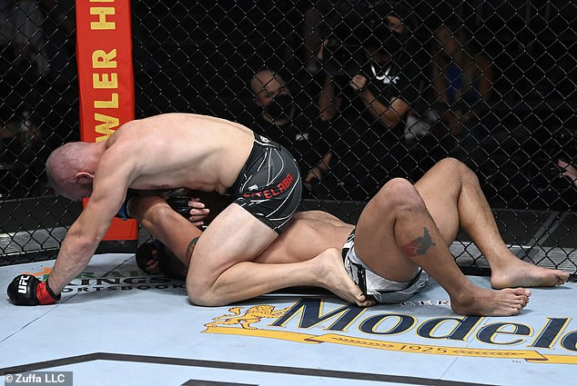 Clark (below) did not do enough to beat Cutelaba (top) who won via an unanimous decision