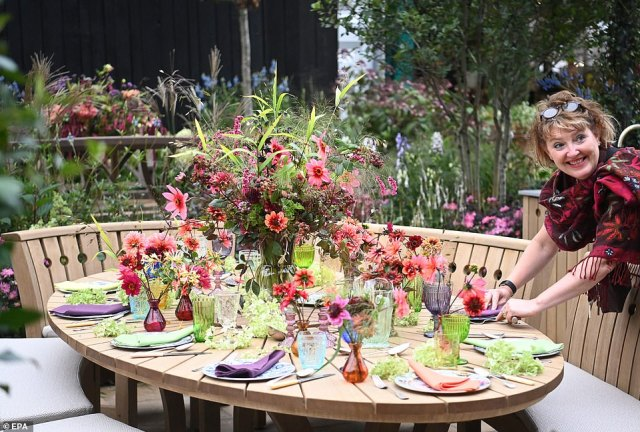 Dinner is served! A woman was seen adjusting a beautiful floral centrepiece with matching tableware and glasses during the show