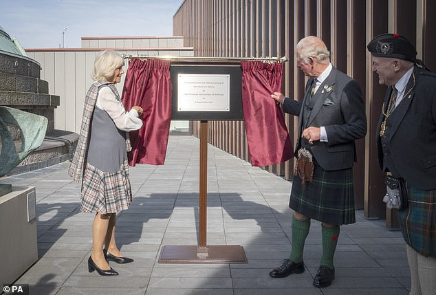 The royalsunveiled a plaque to officially open the redeveloped Aberdeen Art Gallery this afternoon