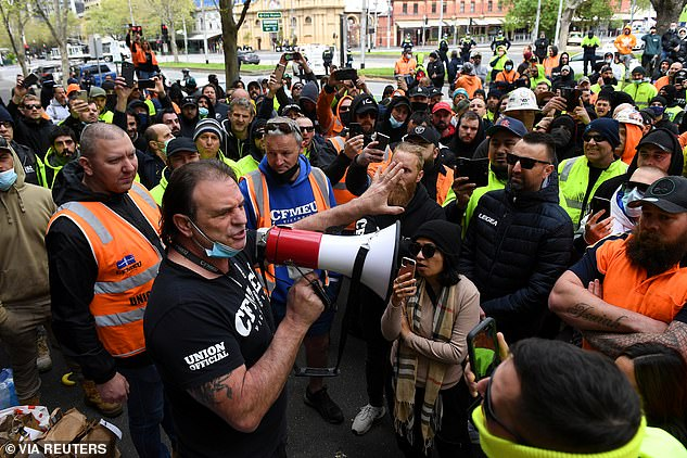 Mr Setka, the longtime CFMEU state secretary, tried to appease the crowd and address the protestors over loud speaker