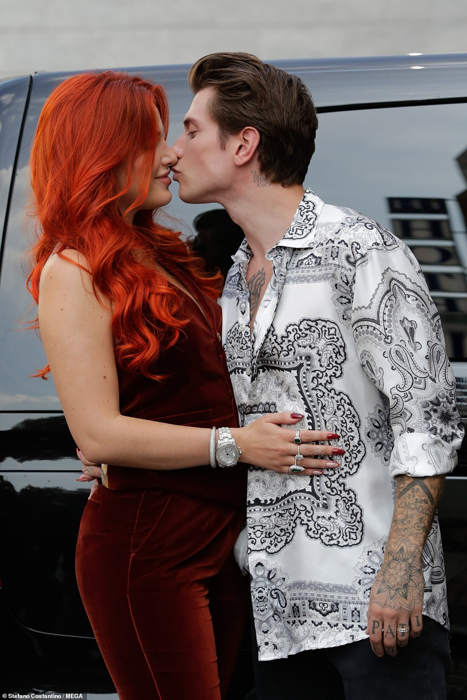 , Bella Thorne and fiancé Benjamin Mascolo lock lips before Etro runway show in Milan, The Evepost BBC News