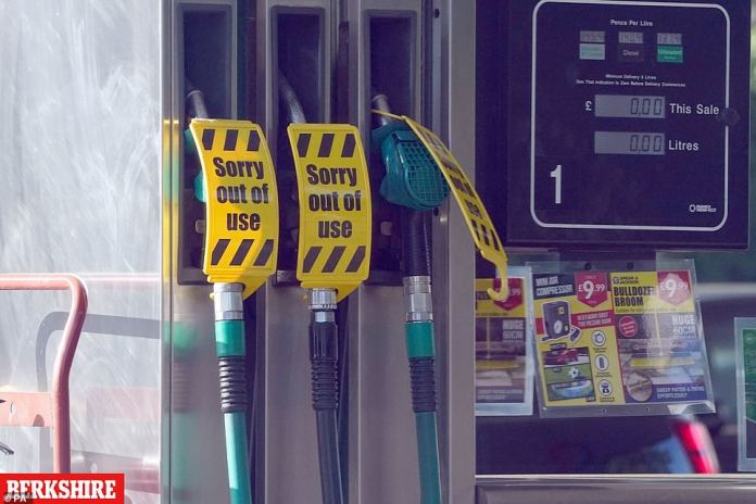 MAIDENHEAD: BERKSHIRE: There were closed pumps at a Co-op Texaco garage in Maidenhead, Berkshire on Friday as the HGV shortage continues to bite