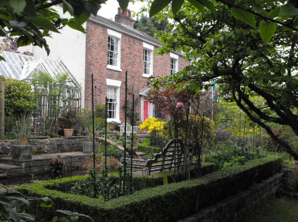 The AA said thatFirgrove Country House B&B has 'immaculate gardens' and 'quality decor'