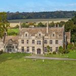 Yours for £7.5m, the 117-acre Cotswolds estate that comes with Charles and Camilla as neighbours 💥👩💥