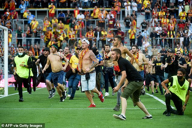 Security could do little as Lens ultras ran onto the pitch as fans of both clubs clashed