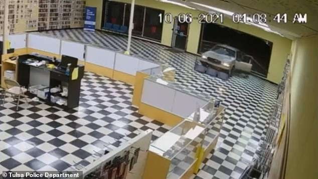 , Moment thieves crash stolen car through Oklahoma tech store, make off with $15,000 worth of products, Nzuchi Times National News