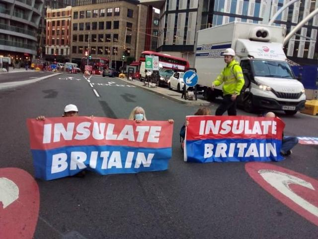 The protesters could be seen cross legged on the ground holding up the now-infamous Insulate Britain logo banners
